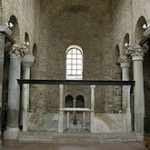 Basilica di Santa Maria, interno.