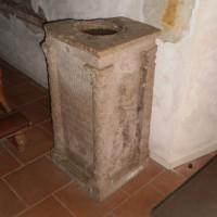 L'ara romana con la dedica.